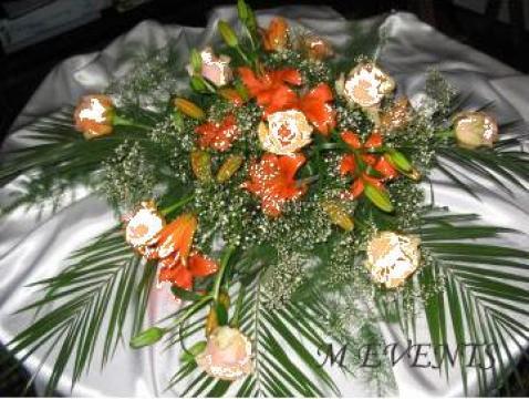 Aranjament floral pentru masa prezidiu de la Agentia M Events