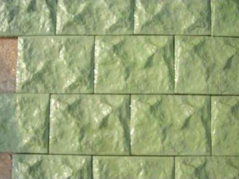 Piatra pentru placat garduri, socluri, fatade culoarea verde de la Pavele Vibropresate SRL