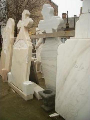 Monumente funerare marmura de la Black & White Com