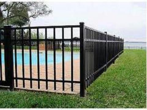 Gard din bare metalice