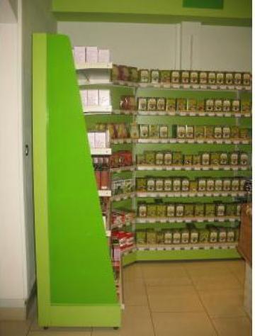 Rafturi magazin produse naturiste