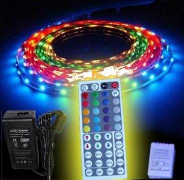 Banda led, proiectoare / reflectoare led, spoturi cu leduri de la Sc. Cristal Led Srl