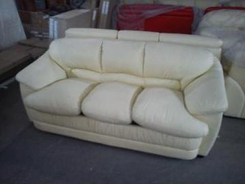 Canapea extensibila si fotolii din piele naturala de la Romast Sa
