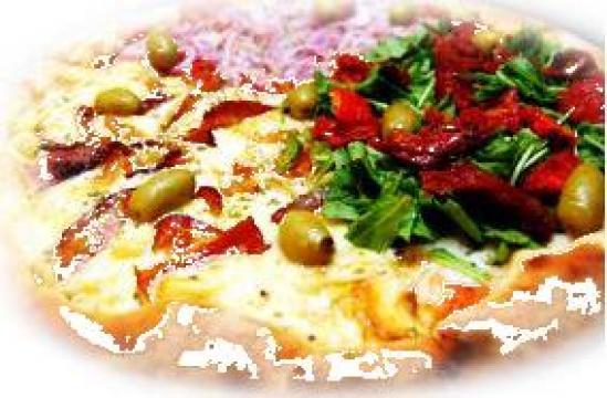 Pizza pe vatra de la Pizza Savas