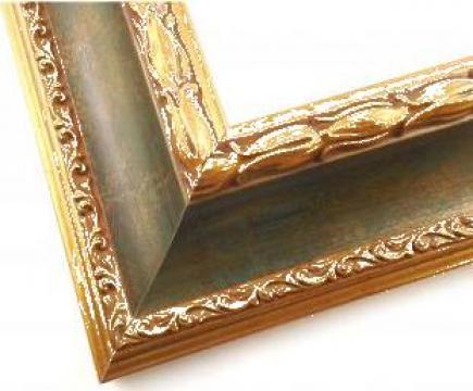 Rama lemn colorate cu decor auriu de la Frameart Decor Srl.