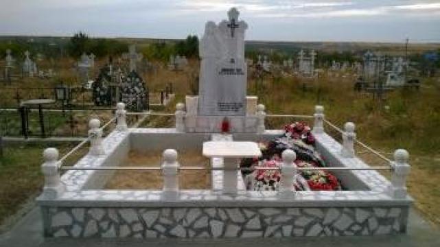Cruci si pietre funerare Galati de la Adelamar Srl