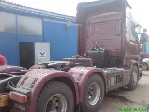 Sistem hidraulic cu rezervor de ulei in spatele cabinei