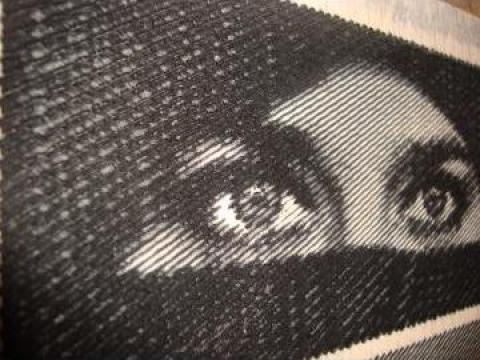 Portrete gravate in lemn de la Visualgift.ro