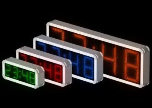 Ceasuri stradale cu leduri de la Solaris Displays S.r.l.