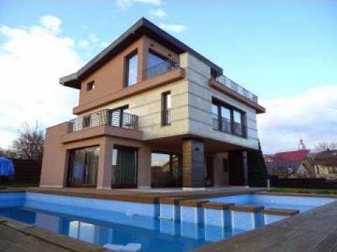 Vila ultramoderna cu piscina Dambul Rotund de la