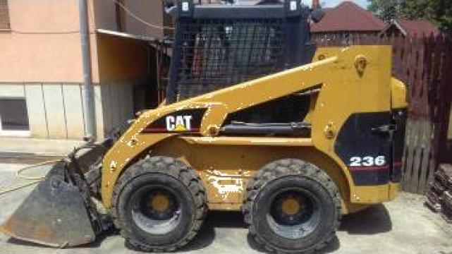 Inchiriere mini incarcator frontal CAT 236 cu operator de la Grup Utilaje Srl