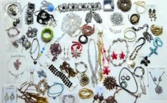 Bijuterii gablonturi vintage second hand de la Nova Nectex