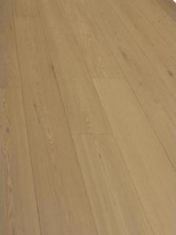 Parchet din lemn de stejar Riesling de la Alveco Montaj Srl
