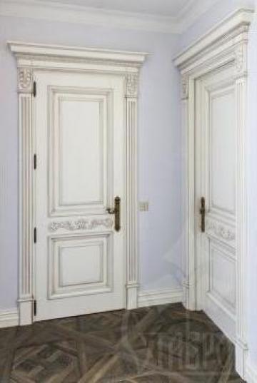 Usi de interior din lemn de la Hotel Furniture Srl