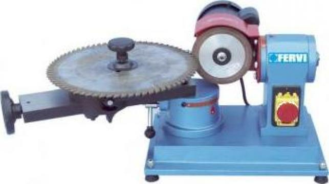 Masina de ascutit panze circulare fierastrau 0804 de la Proma Machinery Srl.