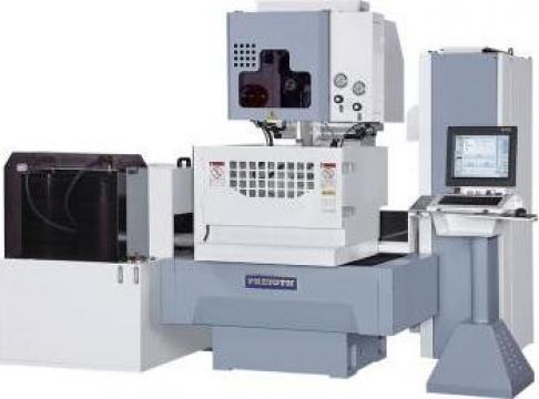 Masina de electroeroziune cu fir si CNC WI-530S de la Proma Machinery Srl.