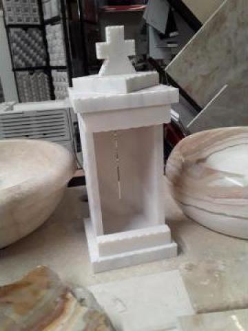 Monument funerar - felinar marmura