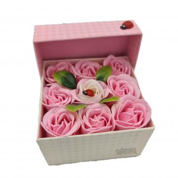 Aranjament floral 9 trandafiri sapun in cutie, alb, roz de la Dali Mag Online Srl