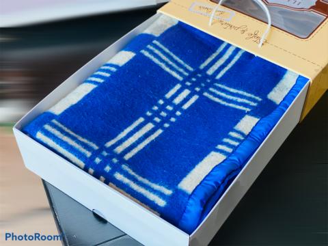 Patura traditionala, culoare albastru/alb, cutie premium