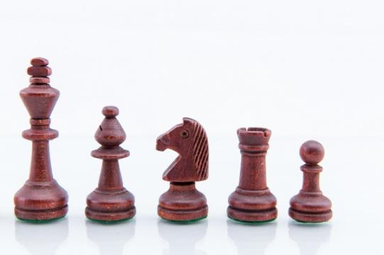 Piese lemn Staunton 3 in punga de plastic de la Chess Events Srl