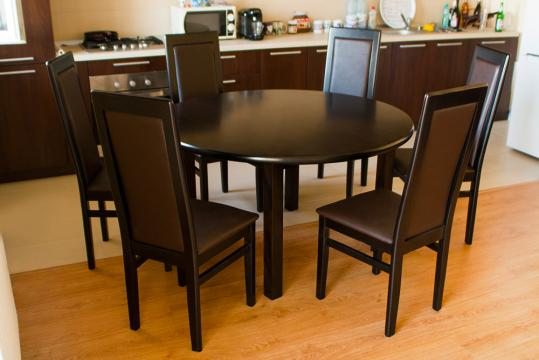 Set masa Roxana rotunda cu scaune MD107M