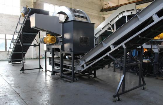 Masina de reciclare anvelope de cauciuc uzate