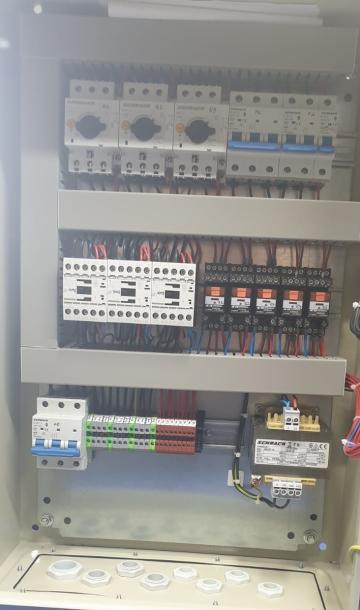 Tablou comanda grup pompare 1A+1R +1P 2.2kw+1.1Kw de la Electrosistem Prod Srl