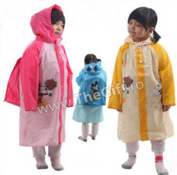 Pelerina de ploaie pentru scolari