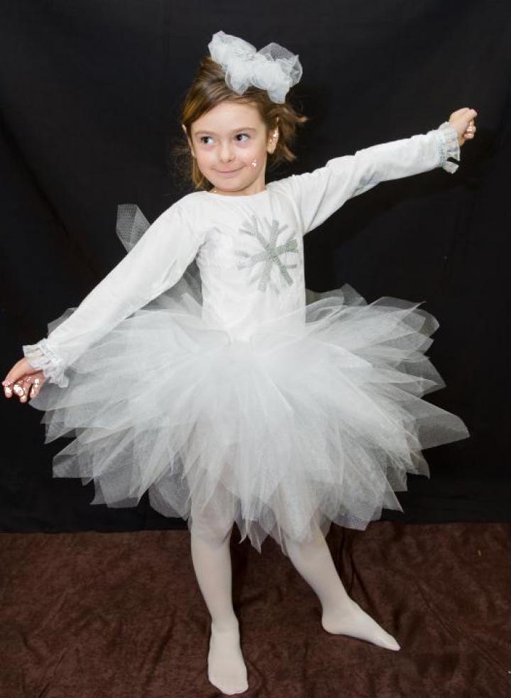 Inchiriere costum fulg de nea pentru fetite 1345