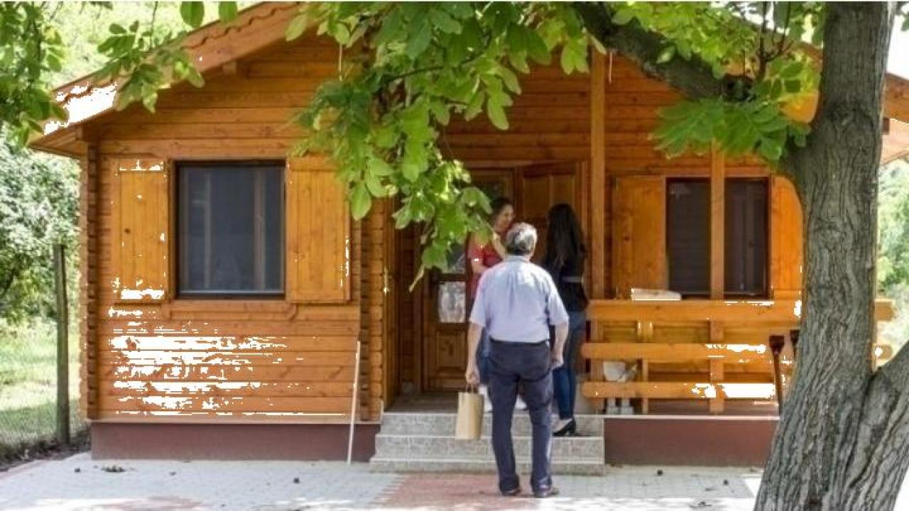 Casa de vacanta din lemn Lacu Rosu izolat