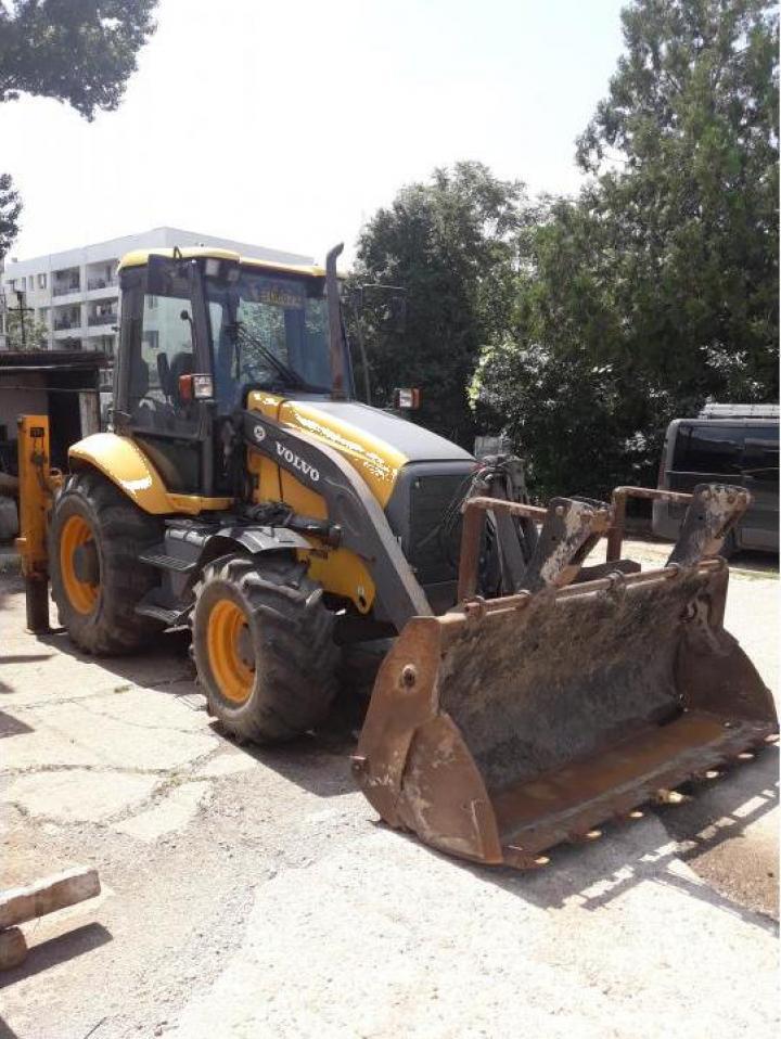 Inchriere buldoexcavator Volvo BL 71