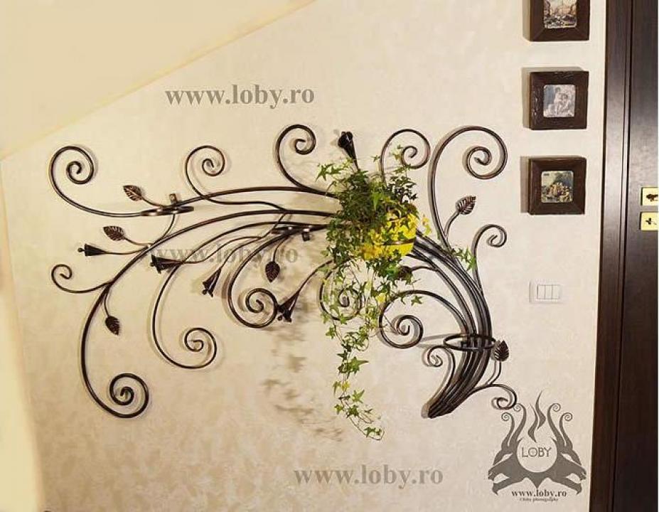 Suport floral din fier forjat